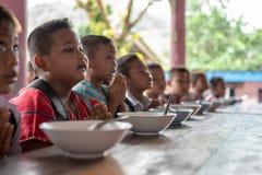 Karen-Kinder von Banbongtilang-Schule stockfotografie