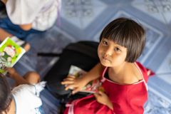 Karen-Kinder von Banbongtilang-Schule stockbilder
