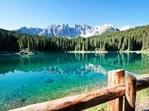 Karerlake en Italie images stock