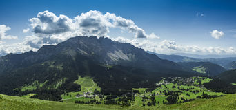Karersee-Dorf, Dolomiti - Trentino Alto Adige Stockbilder