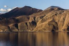 Karga berg av Pangong sjön i Ladakh, Indien, Asien Royaltyfri Fotografi