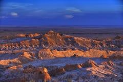 Kargt landskap av månedalen i den Atacama öknen, Chile royaltyfri fotografi