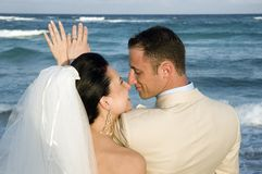 Karibische Strand-Hochzeit - die Ringe Stockfotos