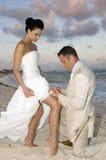 Karibische Strand-Hochzeit - Strumpfband-Gurt stockfoto