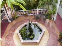 Karibischer Hof-Brunnen Stockfotografie