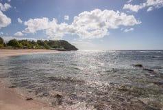 Karibischer Strand in Guadeloupe Stockfotos
