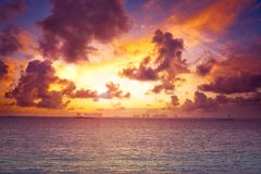 Karibischer Strandsonnenuntergang Isla Mujeres-Insel stockfotografie