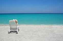 Karibischer Strandstuhl lizenzfreies stockbild