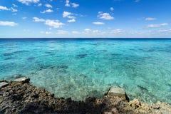 Karibisches Meer, Kuba Ferien im blauen Meer und in verlassenen Inseln Frieden und ein Traum Fantastische Landschaft Reise, Stran stockbild