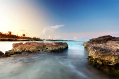 Karibisches Meer am Sonnenuntergang Lizenzfreies Stockfoto