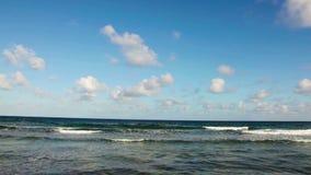 Karibisches Meer und der Himmel stock footage