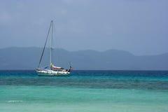 Karibisches Segelboot stockfoto
