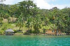Karibisk egenskap för Oceanfront i Central America royaltyfri bild