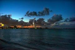 karibisk havssolnedgång Arkivfoto