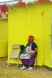 Karibisk kvinna på jordbruksmarknaden arkivbild