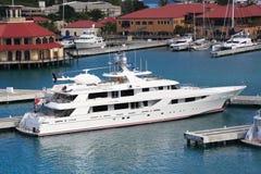 karibisk mega yacht Arkivfoton