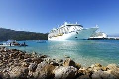 Karibisk semester för kryssningship Arkivfoto