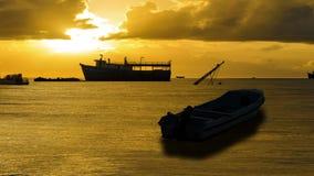 Karibisk soluppgång och fartyg stock video