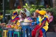 Karibiska kvinnor som kläs med färger Arkivbilder