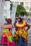 Karibiska kvinnor som kläs med färger Arkivbild