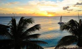karibiskt över havssolnedgång Arkivbilder