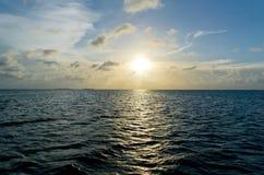 karibiskt över havssolnedgång Arkivfoto
