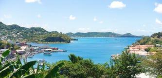 Karibiskt hav - den Grenada ön - St George ` s - den inre hamnen och jäklar skäller arkivfoton