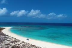 Karibiskt hav, Los Roques Semester i det blåa havet och de öde öarna fred royaltyfria foton
