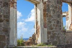Karibiskt hav till och med gammal dörr Arkivbild