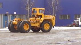 Kariera usypu ciężarówka jedzie na drogowej, holowniczej ciężarówce, zbiory