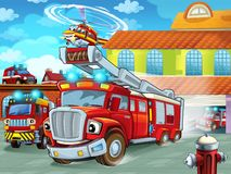 Karikatur Firetruckverjagen der Feuerwache zur Aktion mit anderen verschiedenen Feuerwehrmannfahrzeugen lizenzfreies stockbild