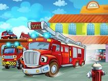 Karikatur Firetruckverjagen der Feuerwache zur Aktion mit anderen verschiedenen Feuerwehrmannfahrzeugen lizenzfreies stockfoto