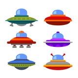 Karikatur-flacher Art-UFO-Raumschiff-Ikonen-Satz Vektor Stockbilder