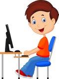 Karikatur-Kind mit Personal-Computer Stockfoto