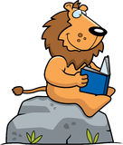 Karikatur Lion Reading Stockfotos