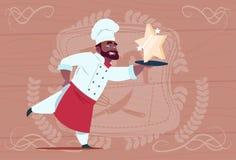 Karikatur-Restaurant-Leiter Afroamerikaner-Chef-Koch-Hold Star Awards lächelnder in der weißen Uniform über hölzernem strukturier Lizenzfreies Stockfoto
