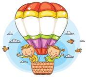 Karikatur scherzt das Reisen auf dem Luftweg mit Kopienraum über dem Ballon Lizenzfreies Stockbild