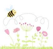 Karikaturbiene über den Blumen Stockbilder