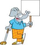 Karikaturelefantgolfspieler, der auf einem Golfclub beim Halten eines Zeichens sich lehnt Stockfotografie