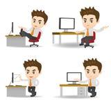 Karikaturgeschäftsmann im Büro stock abbildung