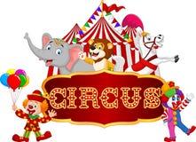 Karikaturglücklicher Tierzirkus mit Clown auf dem Karnevalshintergrund Stockbild