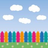 Karikaturhintergrund mit Farbzaun und -wolken Lizenzfreies Stockbild