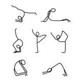 Karikaturikonen stellten von den Stockzahlen der kleinen Leute der Skizze ein, die Yoga tun Stockfotografie