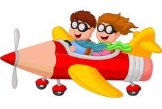 Karikaturjunge und -mädchen auf einem Bleistiftflugzeug Stockbilder
