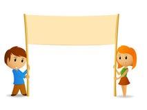 Karikaturjunge und -mädchen mit unbelegtem Plakat Lizenzfreies Stockbild