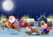 Karikaturjungen-Reitschlitten auf dem schneienden Dorf mit Sankt stock abbildung