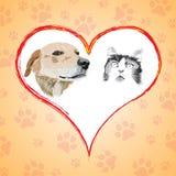 Karikaturkatze und -hund mit Herzen. Lizenzfreie Stockfotos
