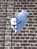 Karikaturmann, der zu einem Ausgang in einer Wand klettert Stockfotografie