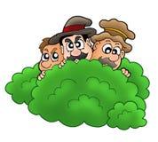 Karikaturräuber hinter Busch Stockbilder