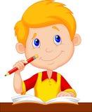 Karikaturstudieren des kleinen Jungen Stockfotos